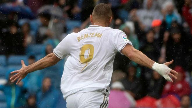 Benzema con el 9 goleador