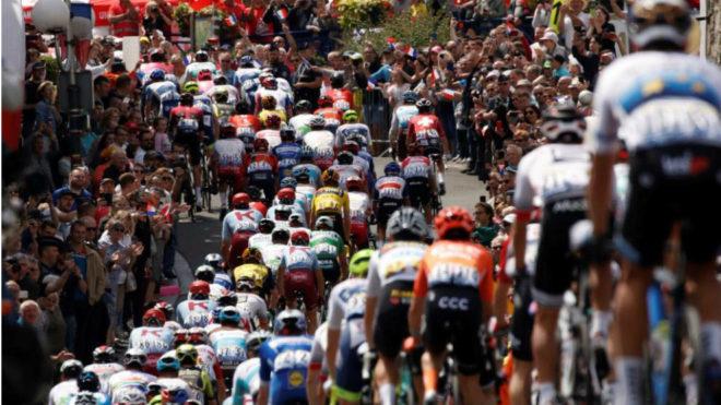 El grueso del pelotón en el pasado Tour e Francia