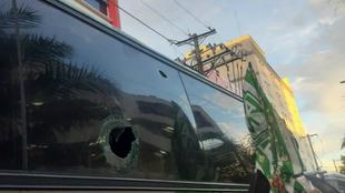 Así quedó el bus de Nacional luego de ser atacado con piedras
