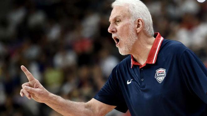 Gregg Popovich dirigiendo a Estados Unidos en el Mundial de China /...