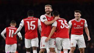 Los jugadores del Arsenal celebran uno de los goles de Martinelli.
