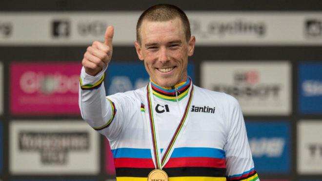 Dennis vestido de bicampeón mundial