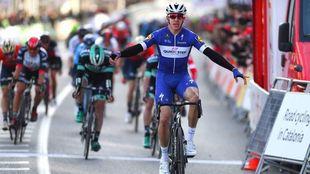 Hodeg celebrando una victoria con el equipo belga