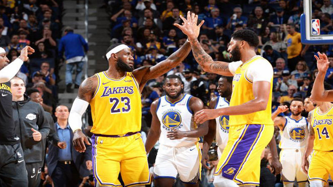 Los Lakers superan con contundencia a los Warriors