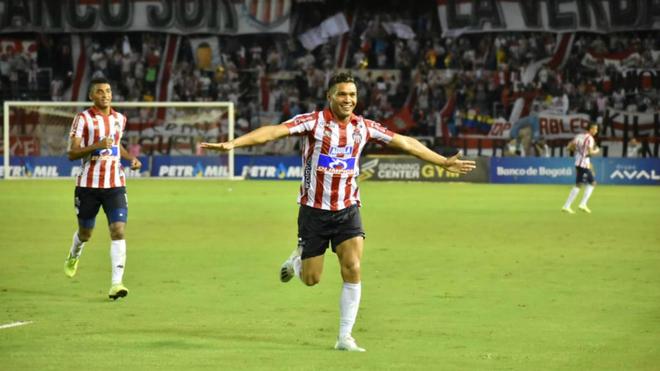 Teófilo corre a festejar el gol de 'Cariaco' González.