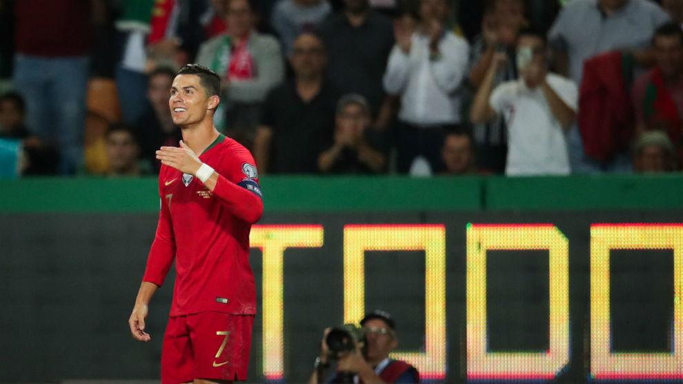 Cristiano Ronaldo (34) celebra su gol a Luxemburgo en el José...