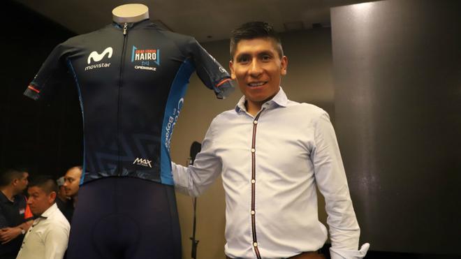 Nairo Quintana posa con su nueva indumentaria.