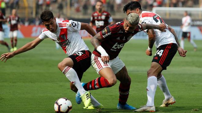 Acción del partido en el estadio Monumental de Lima.