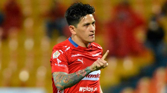 Germán Cano celebra un gol con el Medellín.