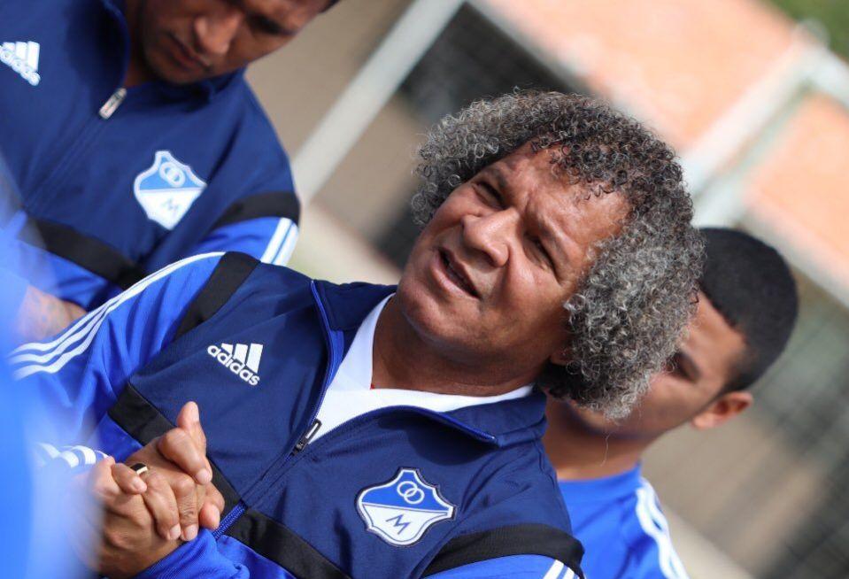 Alberto Gamero dirige su primer entrenamiento con Millonarios
