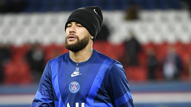 Neymar en un entrenamiento con el PSG.