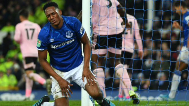 Yerry Mina actuó los 90 minutos en la eliminación del Everton.