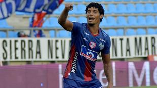 Juan Carlos Pereira celebrando un gol con Unión Magdalena
