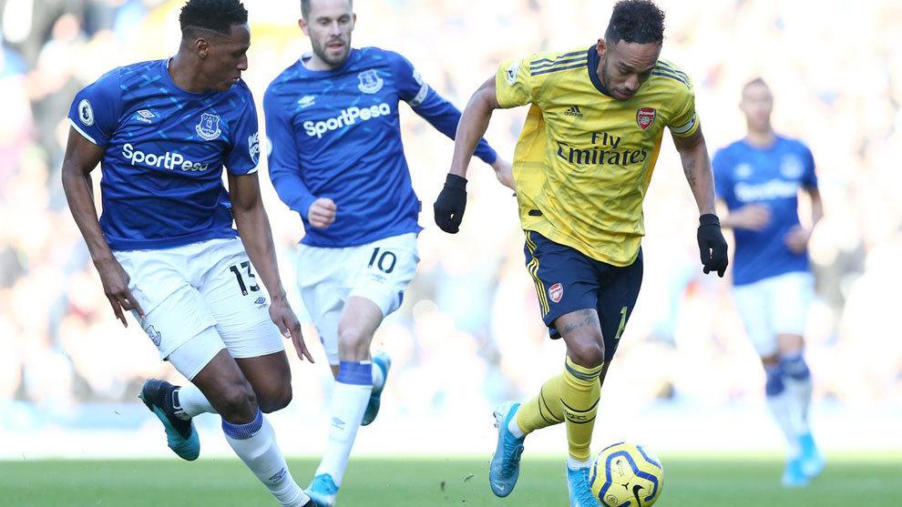 Yerry Mina, presente en el empate de Everton ante Arsenal
