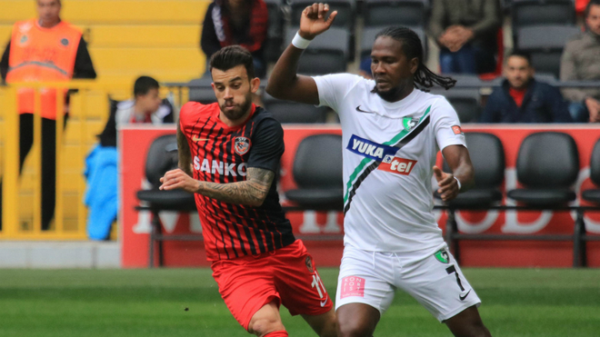 Hugo Rodallega durante un compromiso en la liga turca.