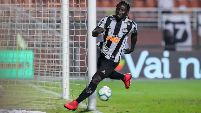 Yimmi Chará durante un juego con el Atlético Mineiro.