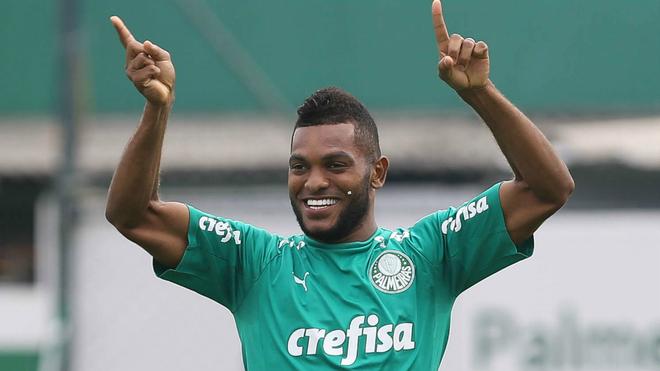 Miguel Ángel Borja sonríe durante una práctica con el Palmeiras.