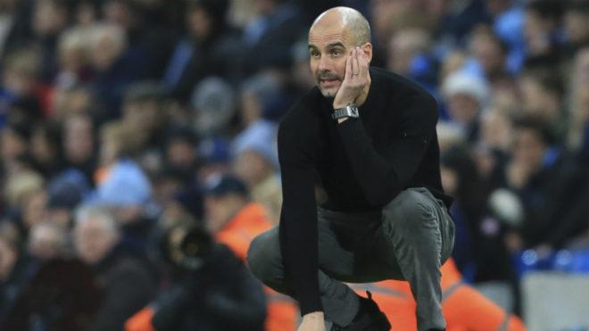 Josep Guardiola se toma la cabeza en medio de un compromiso con el...