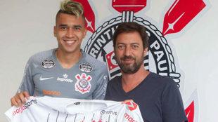 Cantillo en su presentación como nuevo jugador de Corinthians.