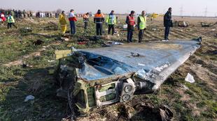 Una parte del avión derribado.