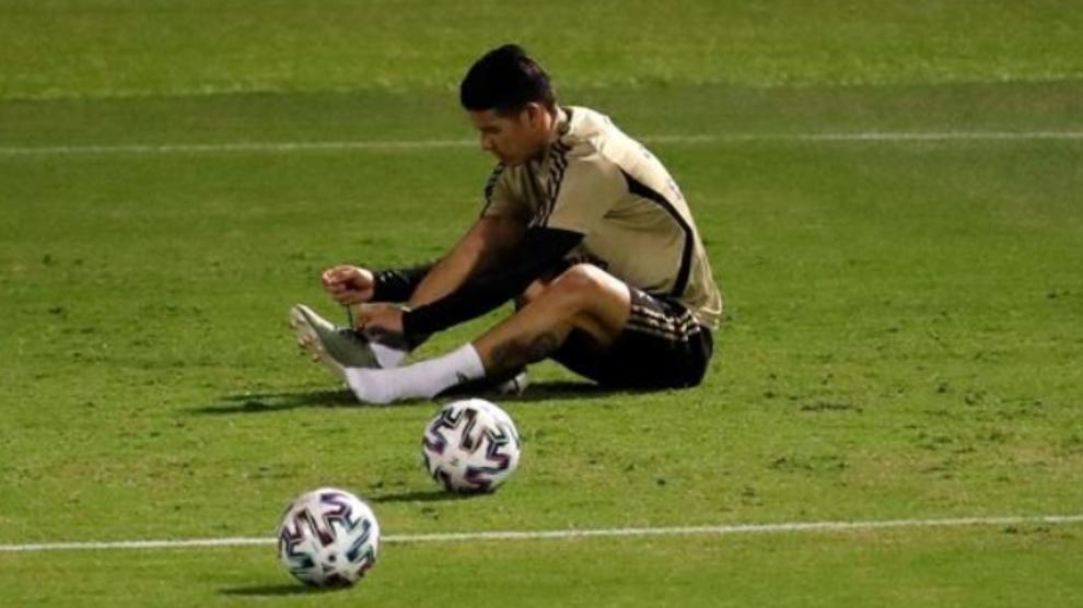 James en el entrenamiento del equipo celebrado en la Ciudad Deportiva...