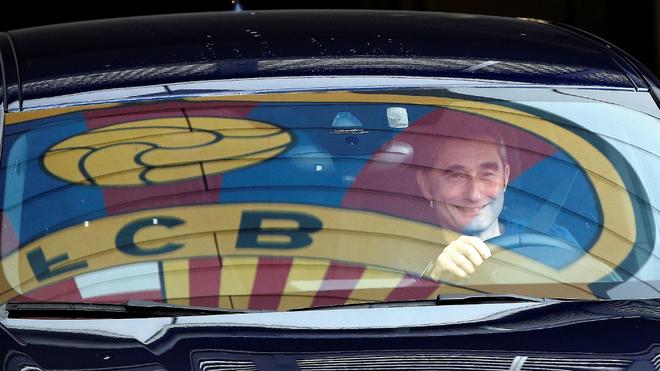 Valverde sale de la ciudad deportiva Joan Gamper tras el entrenamiento...