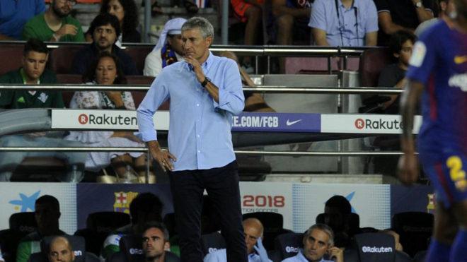 Quique Setién en el Camp Nou en el partido del año pasado con el...