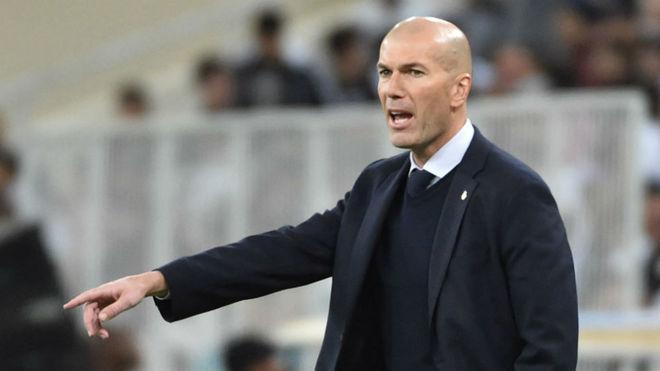 Zidane da órdenes en la final de la Supercopa de España