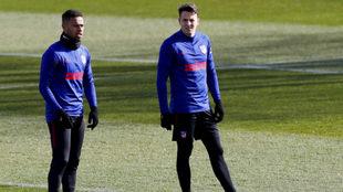 Thomas Lemar y Santiago Arias durante la práctica del Atlético de...