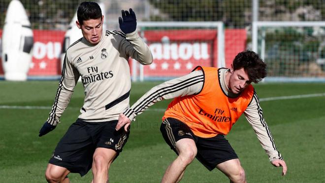 James se entrenó este viernes, pero al final no fue convocado por Zidane.