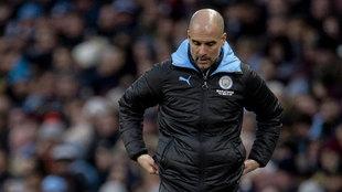 La cabeza baja del entrenador tras el empate contra el Crystal Palace