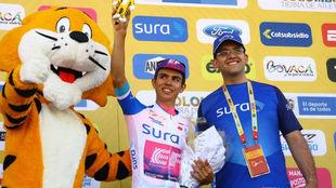 Sergio Higuita en el podio de los mejores
