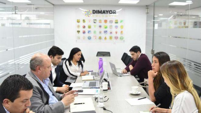 Dimayor y jugadoras durante la reunión en la que llegaron a un...