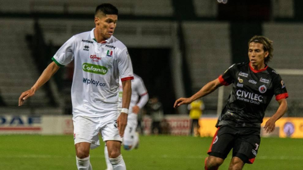 Sebastián Guzmán (izquierda), en un partido con Once Caldas.