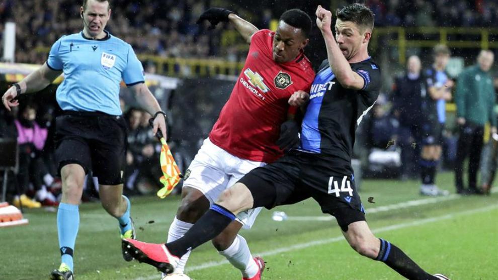 Manchester United sufre, pero saca un empate en su visita ante Brujas