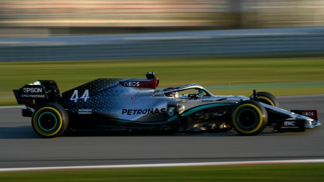 Lewis Hamilton durante las pruebas.