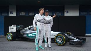 Rosberg se hace una selfie con Lewis.