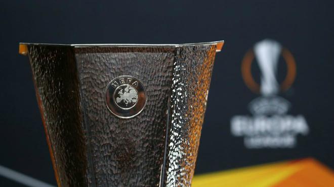 El trofeo de la Europa League.