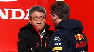 Masashi Yamamoto junto a Helmut Marko.