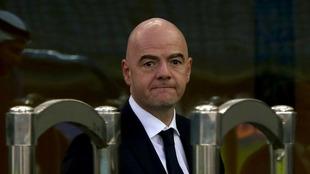 La FIFA `pide a los jugadores que se rebajen los salarios.