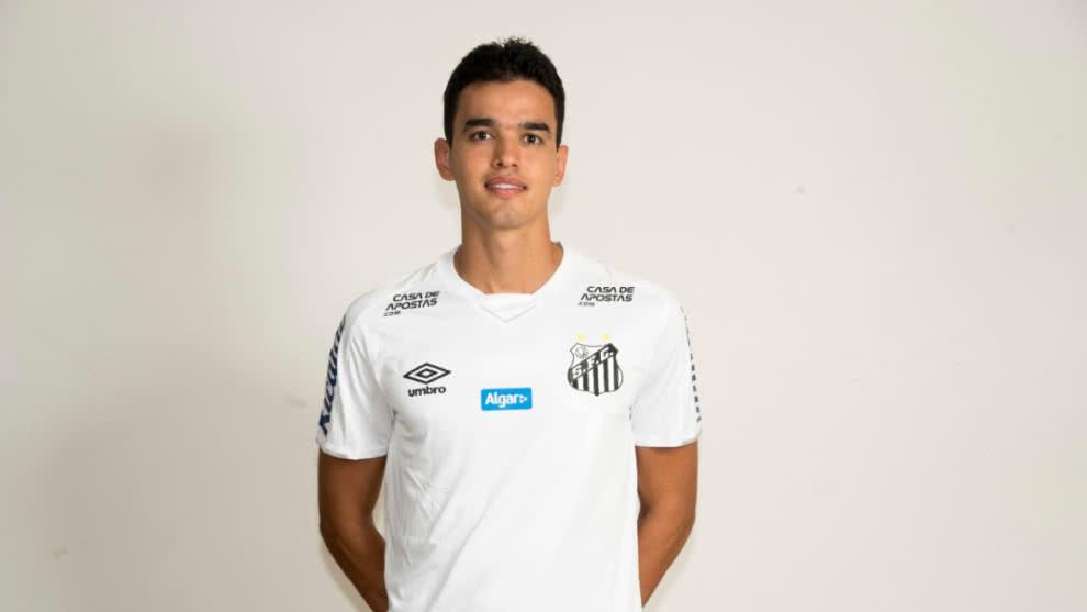 Felipe Aguilar, con la camiseta de Santos.