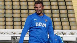 Cardona sonríe en una práctica con Boca.