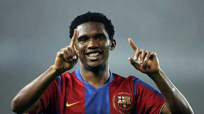 Eto'o celebra un gol con la camiseta del Barcelona.