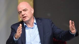 La FIFA propone cambios en los contratos y en el mercado de fichajes...