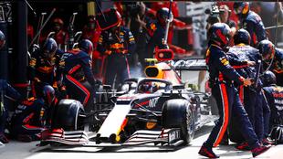 Un carro de Red Bull en los pits.