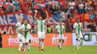 Braghieri celebra un gol junto a sus compañeros.