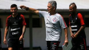 Reinaldo dirige una práctica de La Roja.