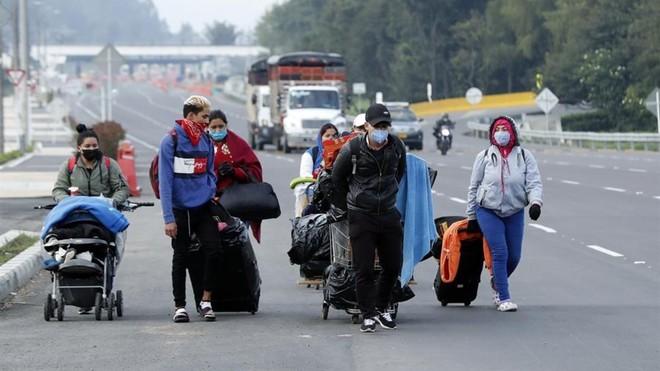 Miles de venezolanos tienen que hacer una odisea hasta Cúcuta para...