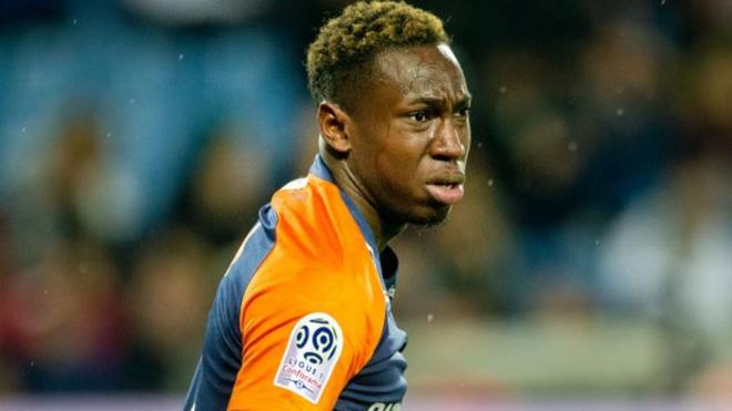 Junior Sambia durante un choque con el Montpellier.