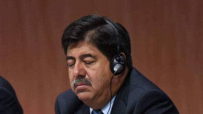 Luis Bedoya en una conferencia.